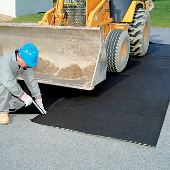 PIG® Oil-Only Absorbent Ground Mat