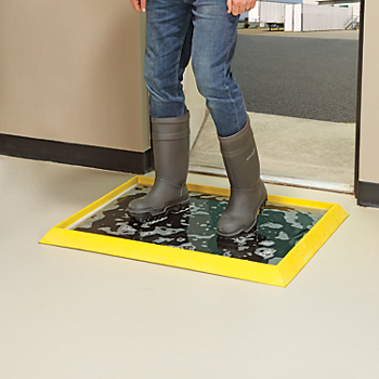 Boot Sanitizing Footbath Mat